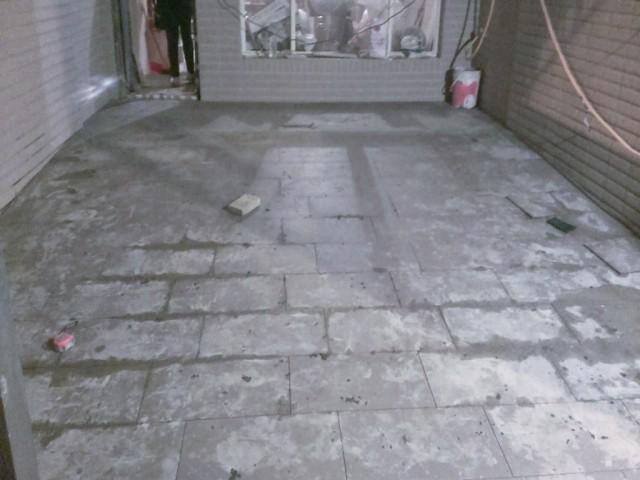車庫地磚舖設